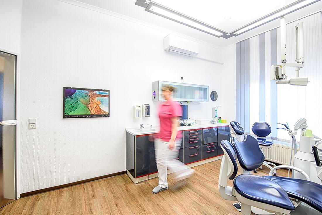 Zahnarzt Remscheid - Waldau - Behandlungsstuhl in der Praxis