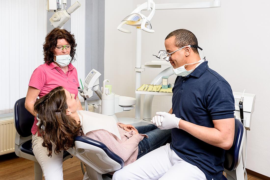 Zahnarzt Remscheid - Waldau - Beratung in der Praxis